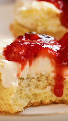 The Best Scones and Jam Looking to plan the ultimate English afternoon tea? The classic high tea always comes with scones and jam. This recipe will teach you how to top your trusty scone with raspberry jam. Jam Recipes, Sweet Recipes, Baking Recipes, Cookie Recipes, Dessert Recipes, Bread Recipes, Scone Recipes, Amish Recipes, Gourmet Desserts