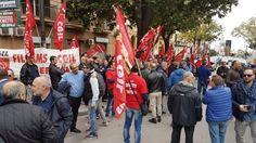 Offerte di lavoro Palermo  Lo sciopero dalle 6 alle 24 è stato proclamato dalla Filcams Cgil Palermo e della Filcams Cgil Messina  #annuncio #pagato #jobs #Italia #Sicilia Palermo sit-in delle guardie giurate Ksm contro i 516 licenziamenti