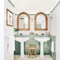 Green zellige to protect the walls of the bathroom – Interior Design Trends Stylish Bathroom, Vanity Backsplash, Bath Remodel, Bathroom, Interior Design Styles, Bathroom Colors, Bathroom Design, Bathroom Backsplashes, Craftsman Bathroom