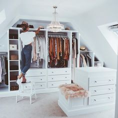 If you are struggling to find the space to install a walk-in closet, don& forget about a. If you are struggling to find the space to install a walk-in closet, don't forget about areas you would not generally think about, For example, fitting buil. Small Dressing Rooms, Dressing Room Decor, Dressing Room Design, Dressing Room Closet, Walk In Closet Design, Closet Designs, Small Walk In Wardrobe, Black Wardrobe, Loft Room