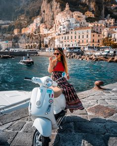 Discover a country full of history! book your accommodation in Italy! Scooter Girl, Scooter 50, Vespa Girl, Lambretta Scooter, Vespa Scooters, Vespa Motor, Motor Scooters, Italian Lifestyle, Honda