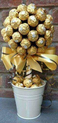 Amelinha baptism DIY Ferrero Rocher Gift Ideas – Edible Crafts Business Wear News You Can Use The tr Golden Wedding Anniversary, Anniversary Parties, Anniversary Ideas, 50th Wedding Anniversary Party Ideas, 50th Wedding Anniversary Decorations, 50th Anniversary Gifts, Wedding Decorations, Candy Table, Dessert Table