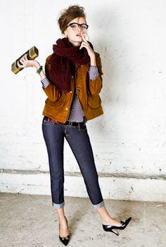 Skinny jeans, pointy shows, big scarfs, yes!