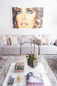 Amanda is the voice and style savvy expert behind the blog Fashionable Hostess and her home is just as you would imagine it to be. Gorgeous. Wrapped up in that gorgeous is a chic New York City flat that's both