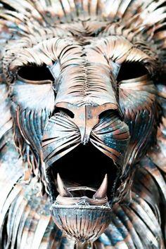 Escultor cria incrível leão de metal que parece ter vida própria Leão de Metal Escultura 4 640x963