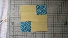 Coloque dois quadrados menores nas laterais do quadrado de 15cm, conforme figura acima
