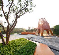 Arquitectura y Paisaje: Pabellones de metal perforado se elevan por encima de un parque por Martha Schwartz,© Terrence Zhang