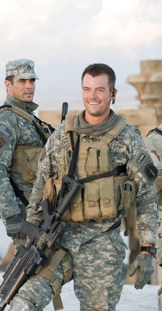 Josh Duhamel, aside from that Army patch....I'm totally on board!!!!
