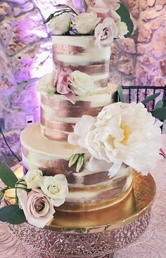 Wedding cakes, a must try those eye catching photo idea for a deligthfully jaw dropping wedding cake now. Unusual Wedding Cakes, Small Wedding Cakes, Beautiful Wedding Cakes, Wedding Desserts, Beautiful Cakes, Wedding Decorations, Table Decorations, Quinceanera Cakes, Quinceanera Ideas