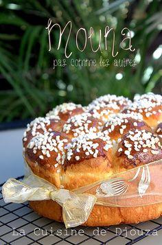 Mouna oranaise brioche pied noire Brioche Bread, Bread Bun, Baking Recipes, Cake Recipes, Donuts, Delicious Desserts, Yummy Food, Ice Cream Pies, Food Fantasy
