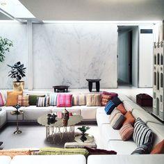 Irwin Miller House | Architecture : Eero Saarinen | Interiors : Alexander Girard | Photo : @misterngo