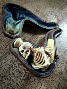 This would be an awesome halloween pipe.