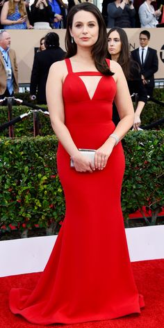 2016 SAG Awards Red Carpet Arrivals - Katie Lowes in Christian Siriano with Martin Katz jewelry, Stuart Weitzman shoes, and a Kotur bag.