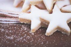 étoiles_amandes_citron_recette_Noël via http://dollyjessy.com/2013/11/08/etoiles-aux-amandes-et-zestes-de-citron/