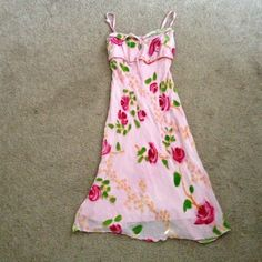 〽🍀🌺Rose Pink flower dress〽🍀🌺 size small fits XS. NWOT. Price is firm if you bundle Betsey Johnson Dresses