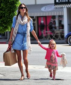 Alessandra Ambrosio Photo - Alessandra Ambrosio And Daughter Shopping In Brentwood