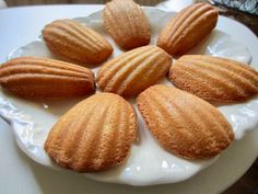 Madeleine Cake, Cake Recept, Dutch Recipes, High Tea, Macarons, Fudge, Almond, Sweet Treats, Bakery