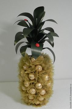 suveniry-podarki-buket-iz-konfet-frukty-ananas