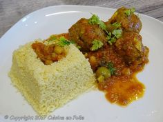 Cuisine en folie: Tajine de boulettes de boeuf ou Kefta aux olives Olives, Cornbread, Grains, Rice, Beef, Chicken, Ethnic Recipes, Food, Apricot Chicken