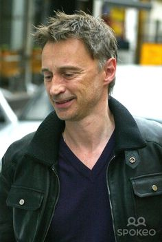 Robert Carlyle leaves his hotel