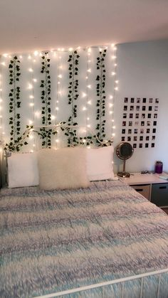 23 Cute Dorm Room Decor Ideas On This Page That We Just Love www.housenliving Dorm Room Decor Ideas Cute decor dorm ideas love page room wwwhousenliving Budget Bedroom, Room Ideas Bedroom, Bedroom Inspo, Bedroom Designs, Bedroom Stuff, Wall Decor For Bedroom, Teen Bedroom Inspiration, Teen Bedroom Makeover, Bed Room