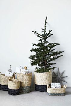 #Manden voor je #kerstboom - allerlei #opbergmanden om je #kerstversiering in op te bergen of juist in uit te stallen.