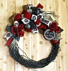 Halloween Wreath Skeleton Gothic Red Roses Eat drink & be Scary Fall Decor… Halloween Ornaments, Halloween Party Decor, Vintage Halloween, Halloween Crafts, Spooky Halloween, Black Christmas Decorations, Christmas Wreaths, Christmas Ideas, Dark Christmas