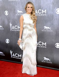 Carrie Underwood glams it up in an Oscar de la Renta dress, Jimmy Choos and David Yurman jewelry at the 2014 ACM awards