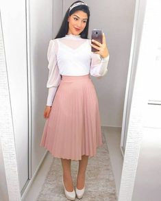 Sweet white and beige retro look Girls Fashion Clothes, Teen Fashion Outfits, Classy Outfits, Modest Fashion, Look Fashion, Fashion Dresses, Cute Outfits, Skirt Outfits Modest, Dress Skirt