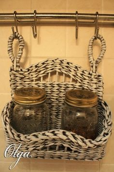 Ольга Владимировна Paper Basket Weaving, Willow Weaving, Newspaper Basket, Newspaper Crafts, Weaving Projects, Diy Craft Projects, Recycled Crafts, Handmade Crafts, How To Make Rope