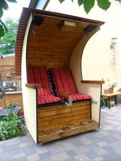 Beach chair self-made - Pallet Furniture DIY Pallet Playhouse, Build A Playhouse, Playhouse Outdoor, Diy Pallet Furniture, Cool Furniture, Outdoor Furniture, Outdoor Decor, Folding Beach Chair, Backyard Plan