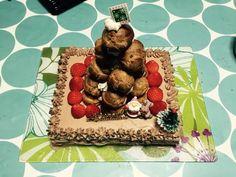 hempシューを使ったクロカンブッシュを乗せた蕎麦ケーキ