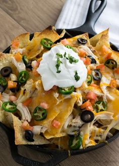 Shredded Chicken Nachos - Shredded Rotisserie Chicken and Cheese, Olives, Pickled Jalapenos and alll the trimmings for a supreme appetizer or game day treat. Shredded Chicken Nachos, Chicken Nachos Recipe, Chicken Recipes, Chicken Meals, Tostadas, Tacos, Empanadas, Nachos Supreme, Mexican Food Recipes