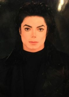 I would faint into a long a** hibernation if he looked at me like this... Lyk dayum!!
