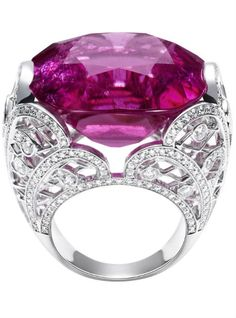 Piaget Couture Précieuse ring Magnificent Adornments Inspiration in 18K. Crafted white gold set with rubellite and diamonds.