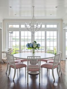 Light and fresh dining room on the bay of Sag Harbor