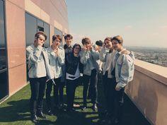 Bạn đang tìm kiếm hình ảnh của những anh chàng nhóm BTS để làm Avatar hay Hình nền (wallpaper) ? Hay