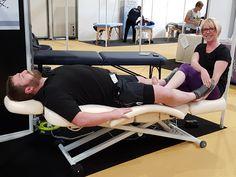 Deze massagetafel is een echte krachtpatser, zelf de grootste mannen kunnen comfortabel en stabiel op deze massagetafel liggen!