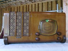 Antique Lafayette D50 AM/SW Tube Radio with Tuning Eye