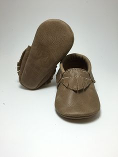*PLEASE MEASURE YOUR LITTLE ONES FEET*All moccasins are made of genuine leather. The lovely moccasins are designed with elastic around the ankle, making them wiggle proof and also easy to put on your babies feet.