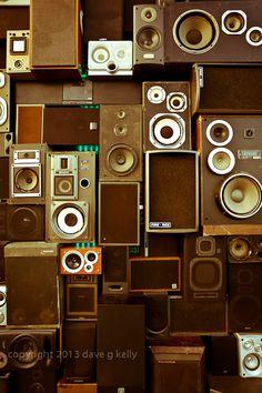 old reggae speakers Reggae On The River, Dance Studio, Cool Tones, Corner, Audio Speakers, Loudspeaker, Holiday Decor, Collections, Ideas