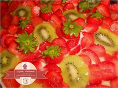 Strawberries and Kiwis Cake / Τούρτα φράουλα - ακτινίδιο / glykesdiadromes.wordpress.com Layer Cakes, Wordpress, Strawberry, Fruit, Vegetables, Food, Essen, Strawberry Fruit, Vegetable Recipes