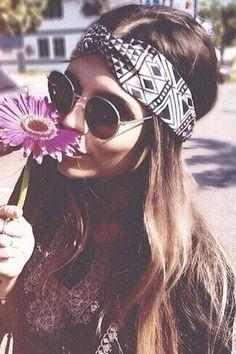 Modern hippie chic headband and round John Lennon sunglasses, flower power gypsy. The Best Boho Jewelry, Bohemian Fashion, Gypsy Lifestyles- for a Carefree Modern Hippie Allure Hippie Chic, Hippie Look, Boho Chic, Hippie Elegante, Hippie Man, Hippie Gypsy, Hippie Vibes, Gypsy Chic, Gypsy Soul