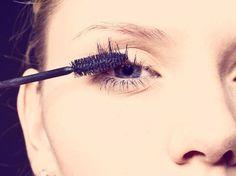 10 Mascaras For Long, Luscious Lashes Beauty Kit, Beauty Hacks, Daily Beauty, Beauty Stuff, Eyebrows, Beauty Regimen, Beauty Products, Putting On Makeup, Eyeliner Brush