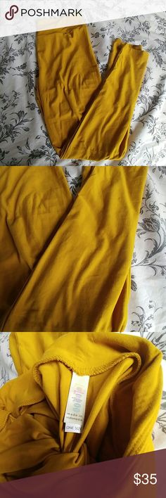 LulaRoe OS leggings in Goldenrod - NWT! LulaRoe One Size (00-12) leggings in Goldenrod yellow color. Never worn, only tried on. New with tags. Amazing color for the season!!! Buttery soft material! LuLaRoe Pants Leggings