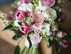 -blumensträuße-mit-wunderschönen-blumen-dekoration-deko-mit-blumen