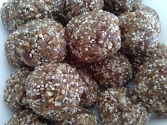 Paleo Apricot & Date Bliss Balls (Nut, Gluten, Dairy, Egg & Sugar Free) Healthy Sweets, Healthy Dessert Recipes, Gluten Free Desserts, Dairy Free Recipes, Raw Food Recipes, Healthy Snacks, Cooking Recipes, Nut Free Snacks, Paleo Treats