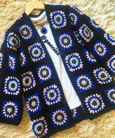 Bu kez renklerini çok sevdiğim hırkam çok eski ve bir o kadar da güzel arkadaşım Neval için... zira renkler gözlerinin yanında pek sönük kalacak💙🙈 Crochet Cardigan Pattern, Crochet Jacket, Sweater Knitting Patterns, Crochet Motif, Crochet Shawl, Diy Crochet, Crochet Patterns, Crochet Long Sleeve Tops, Crochet Baby Booties