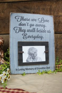 Those we love do not go away. They walk beside us Everyday. In Loving Memory Memorial Frame Sign Rustic Style Personalized, photo We Craft Gifts, Diy Gifts, Memory Crafts, In Memory Gifts, In Memory Of, Memory Frame, Memory Wall, Memorial Gifts, Memorial Ideas