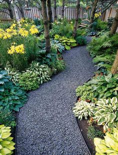 Great garden path. I would love this under the maple tree out front.